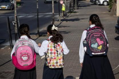 תלמידות, אפלייה