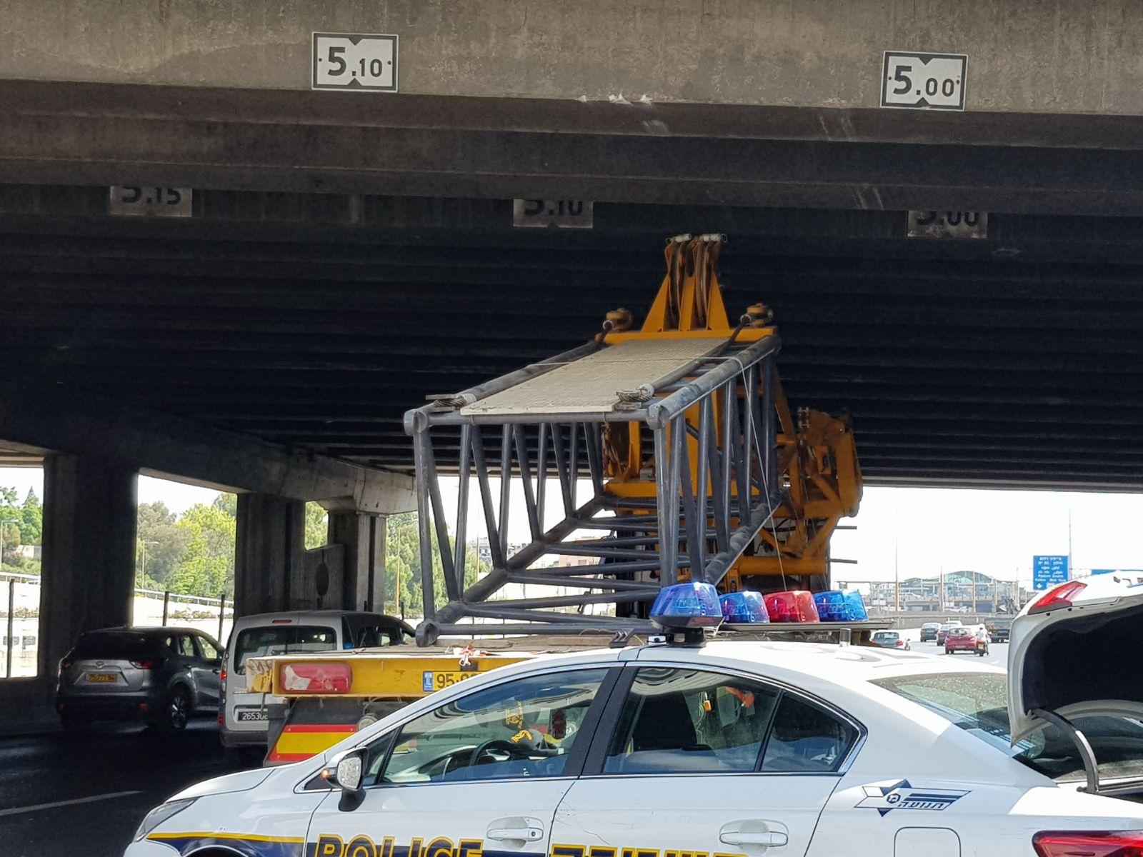 גשר לה גרדיה, משאית, מנוף