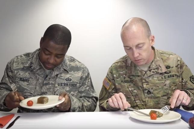 השגרירות האמריקנית, מאכלי החג