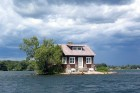 800px-Thousand_Islands_single_house