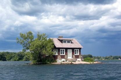 800px-Thousand_Islands_single_house
