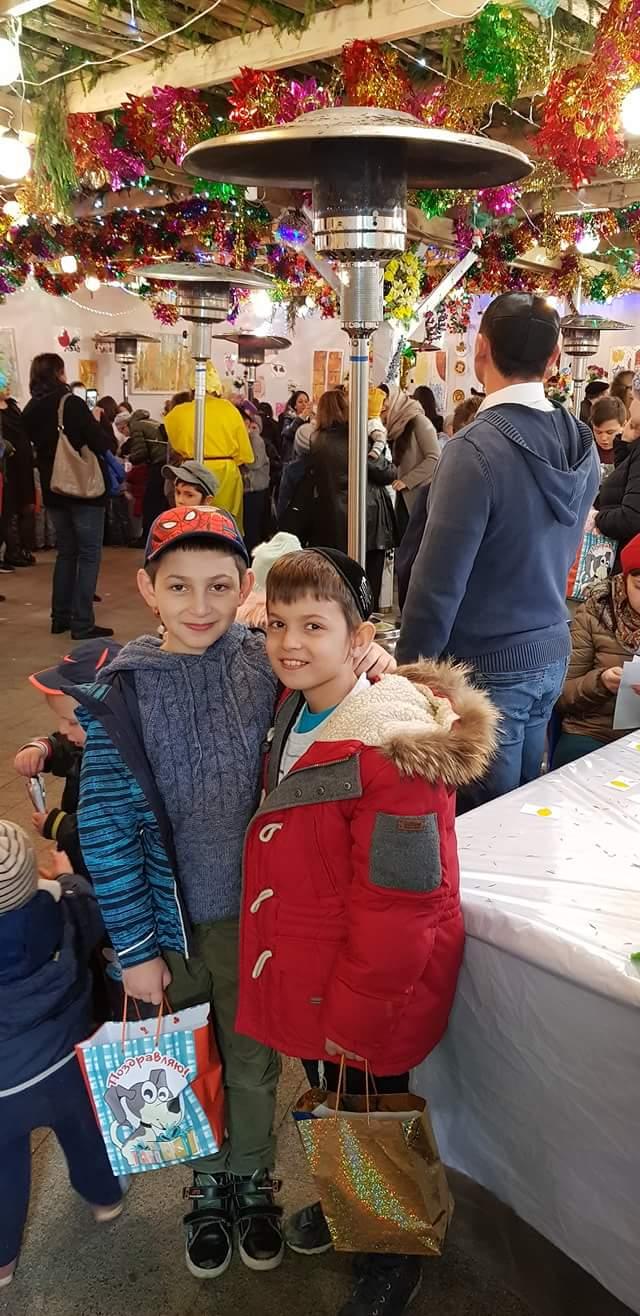 ילדים בסוכה במוסקבה